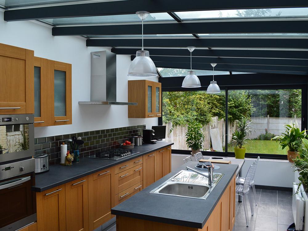 v randa contemporaine verandas charrier. Black Bedroom Furniture Sets. Home Design Ideas